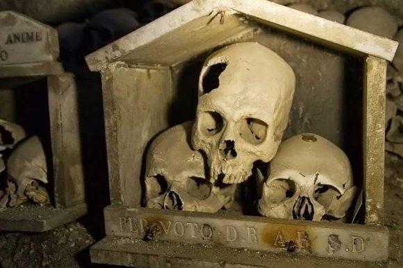 Cimitero delle Fontanelle luogo per il culto delle Anime Pezzentelle