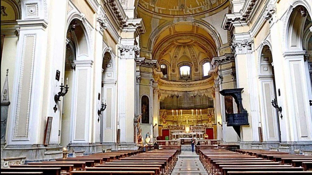 Navata centrale della Basilica di San Pietro ad Aram a Napoli