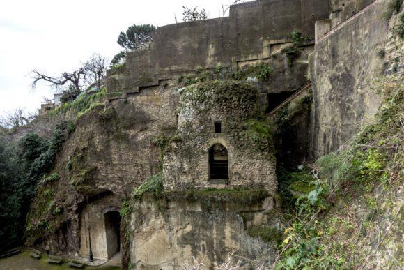 tomba di Virgilio veduta esterna