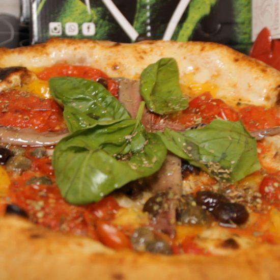 Pizza Marinara alla Pizzeria San Gennaro a via Mezzocannone