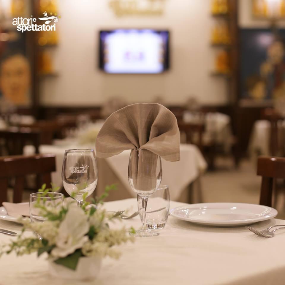 attori e spettatori ristorante di cucina tipica napoletana