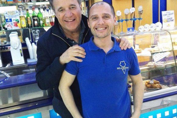 Anche De Sica non resiste al gelato di Possilipo