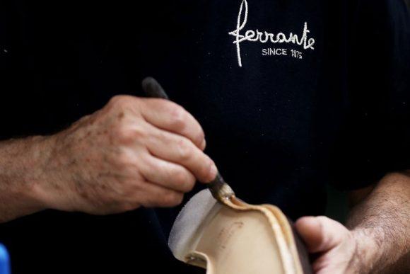 lavorazione artigianale delle scarpe