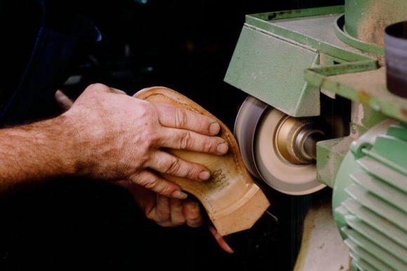 Ferrante dal 1875 la lavorazione delle scarpe è sempre artigianale