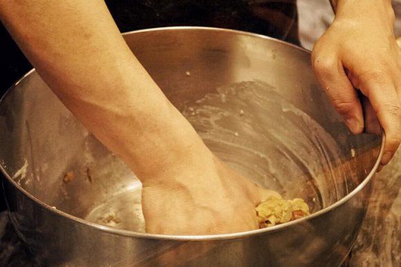 farina, strutto, sale, pepe e mandorle gli ingredienti del tarallo napoletano classico