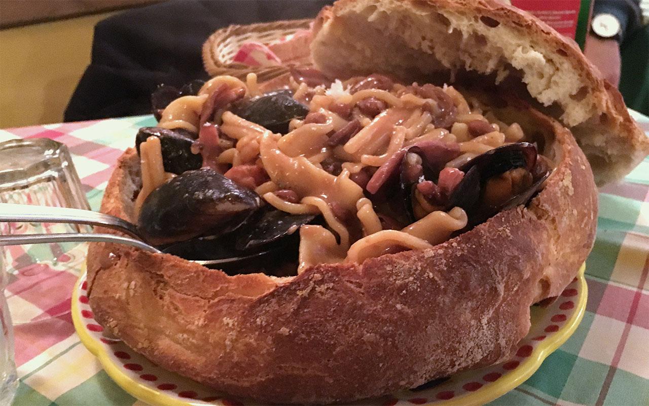 zuppa del questore piatto della cucina tradizionale al ristorante vico d'o vattariello