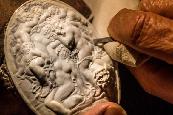 al Piccolo Museo del Cammeo si organizzano corsi per imparare l'arte dell'incisione